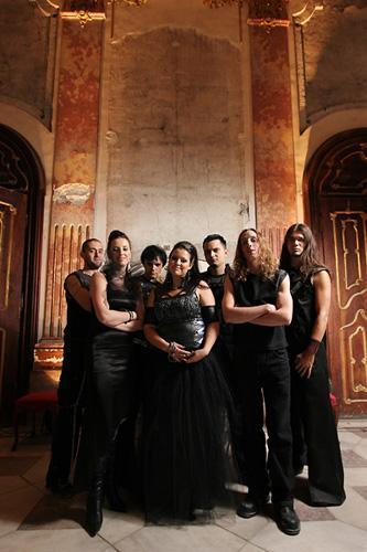 7 let je minilo, odkar se je skupina Aperion pojavila na slovenski glasbeni sceni. S svojo edinstveno glasbo in pojavo je vedno navdušila še tako zahtevno občinstvo tako doma, kot v tujini. Tokrat skupina pripravlja svoj 100-ti koncert, ki bo kot smo že pri Aperion navajeni, izgledal drugače kot klasični koncerti. Na povabilo na ta...