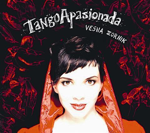 2010, CelinkaAlbum TangoApasionada Vesne Zornik, ki jo večinoma poznamo kot simpatično prismuknjeno vokalistko ljudske zasedbe Katalena, njej bržkone predstavlja neke vrste poklon samemu glasbenemu žanru, ki je vsekakor več kot le to, poslušalcem pa približa deset bolj ali manj znanih tango napevov različnih avtorjev. Kot je zapisano že v spremnem besedilu, je splošna predstava o...