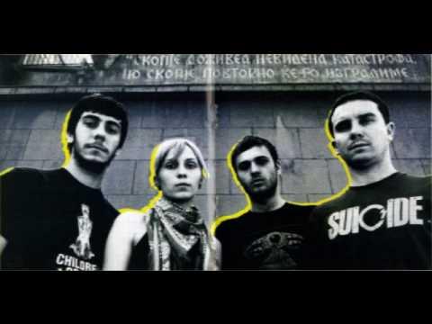 """Makedonski postpunk kvartet Bernays Propaganda, ki z neverjetno hitrostjo osvaja srca poslušalcev širom Evrope, nadaljuje s svojimi prijetnimi presenečenji. Tokrat nam ponujajo remiks komada """"Buldožer"""" z njihove nove plošče """"My Personal Holiday"""" (Moonlee Records, 2010), ki je nastal izpod prstov Marka Heaneya, bobnarja legendarnih Gang of Four. Rezultatu Markovega podviga lahko prisluhnete TUKAJ. Če vam..."""