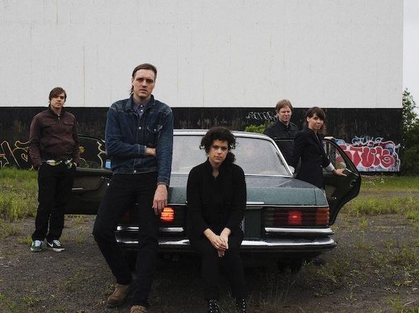 Kanadčani Arcade Fire se aprila odpravljajo na turnejo po ZDA, Kanadi in Evropi, koncertiranje pa se bo zavleklo vse do septembra. Nastopali bodo tako na festivalih (na nam bližnjih InMusicu v Zagrebu ter Exitu v Novem Sadu ) kot samostojnih koncertih, oder pa si bodo ob različnih prilikah delili s skupinami Local Natives, The National,...