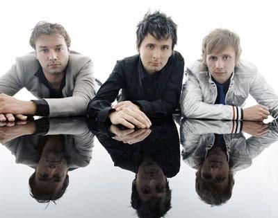 Pred včerajšnjim se je na spletu pojavila novica o razpadu popularne zasedbe Muse, sprožena pa je bila z lažne NMEstrani. Uradni predstavnik skupine je včeraj vse take govorice zanikal, zato si lahko obrišete solze.Še več, lahko se celo nasmehnete, če ste seveda fan zasedbe, ki bo svoj šesti studijski album izdala prihodnje leto....